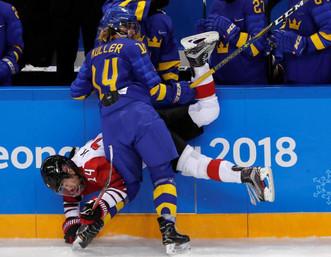 Женский хоккей – это горячо!
