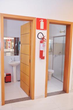 Banheiros individuais no camarim