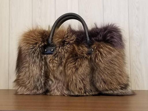 フォックスのバッグ、ヘッキスのマフラー