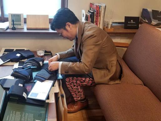 仮縫い付きの三揃いスーツ