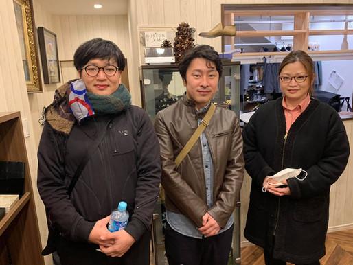 縫製職人の島本君、福本君、と妻