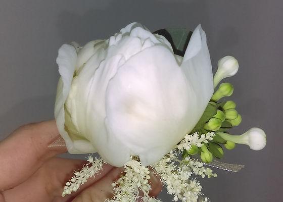 Fiecare detaliu conteaza si o rama foto cu flori naturale va face deliciul invitatilor tai.