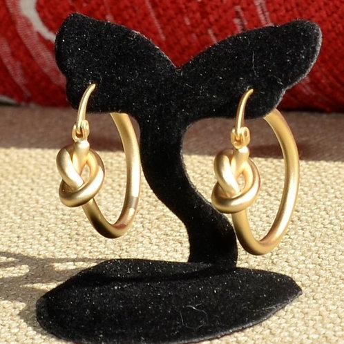 Delicate hoops earrings
