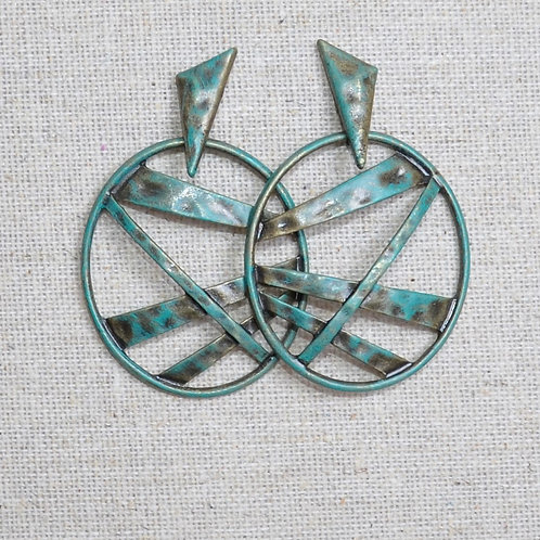 Oval stripped hammered earrings