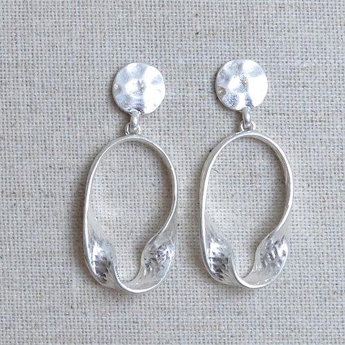 Half swirl oval earrings