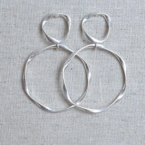 Medium swirly round earrings