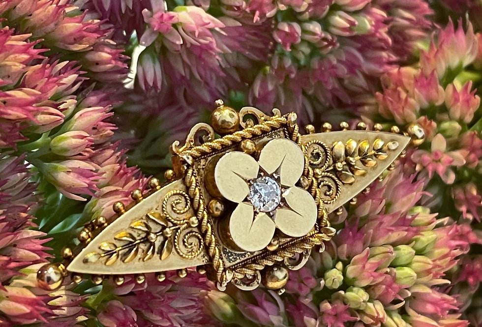 Lovely Victorian 15ct diamond brooch