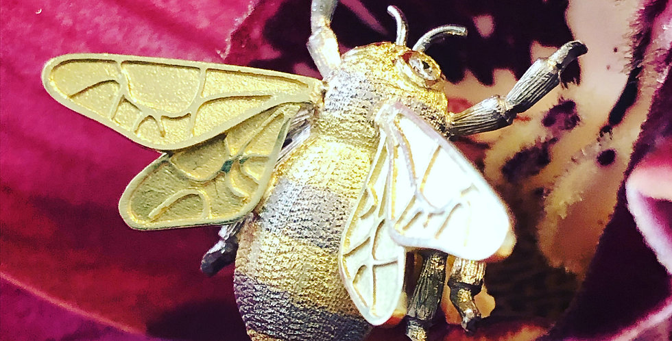 18ct diamond bee pin