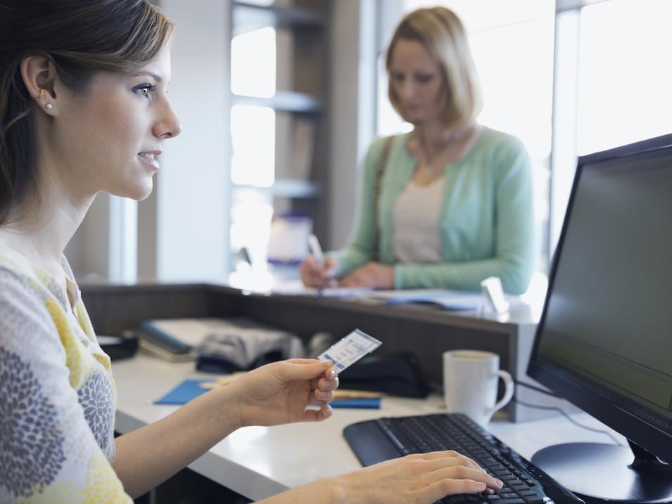 Υπάλληλος ξενοδοχείου και υποδοχής κρατήσεων (Receptionist)