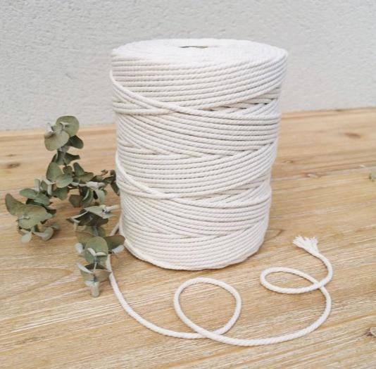 Bobine de corde pour faire du macramé