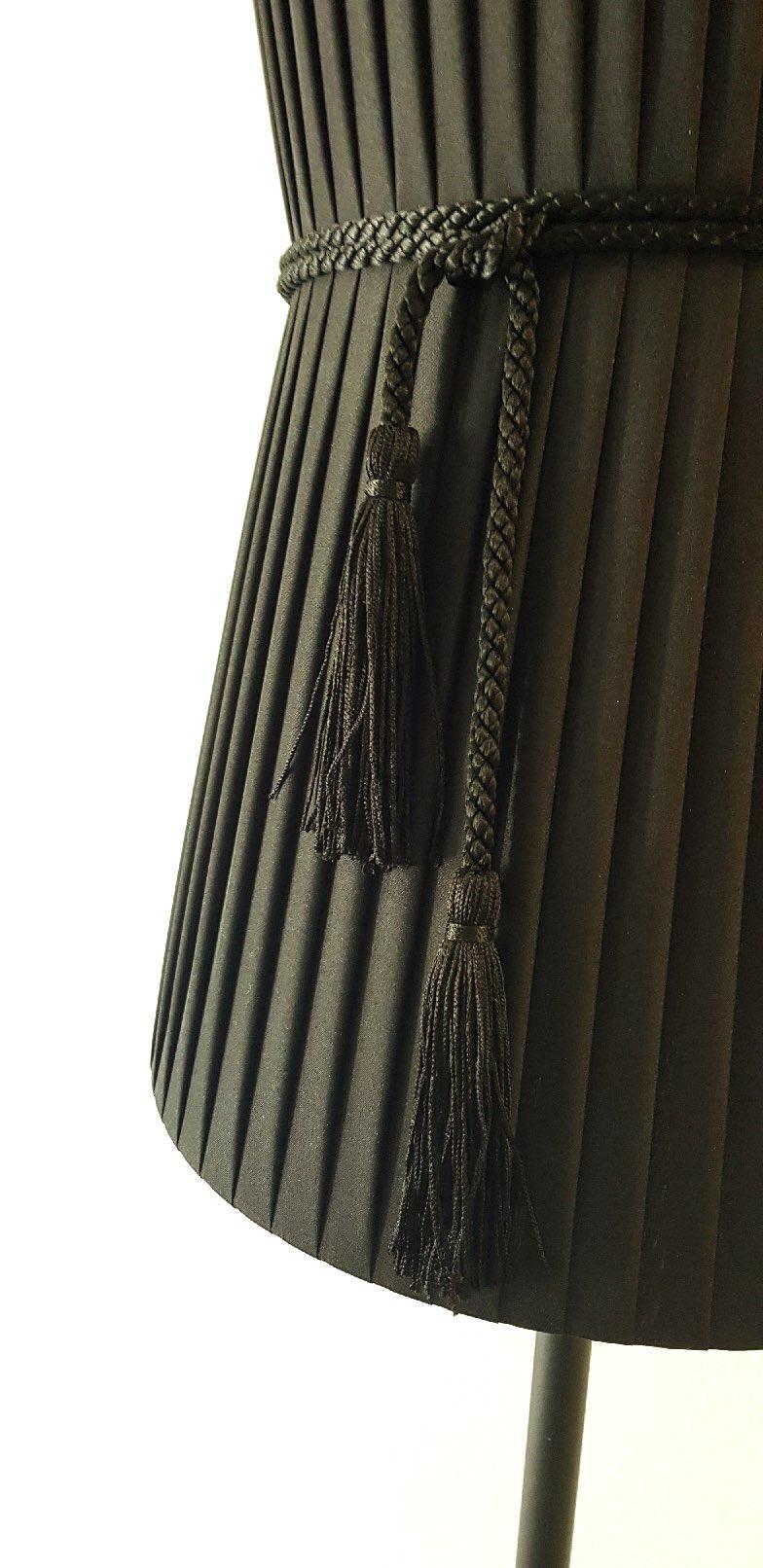 elegancka lampa z plisy