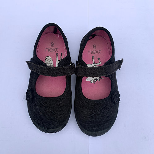 Girls gym  shoes size 9