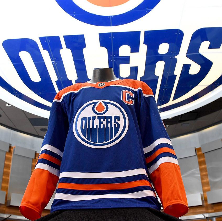 Edmonton-Oilers-throwback-uniform-front-