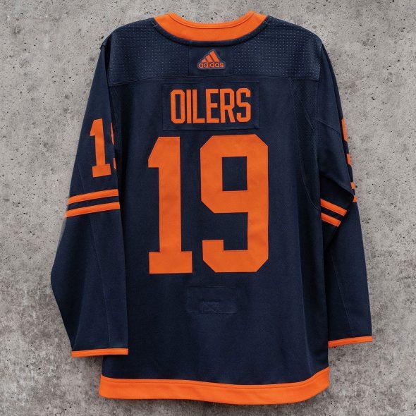 edmonton-oilers-new-jersey-back-2020-590
