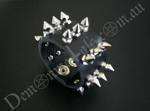 TRIPLE ROCKET-HEAD SPIKED LEATHER WRISTBAND