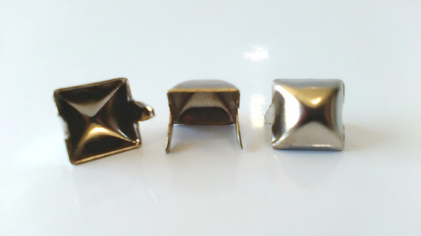 (SINGLE ITEM) 10MM CHROME SQUARE PYRAMID STUD