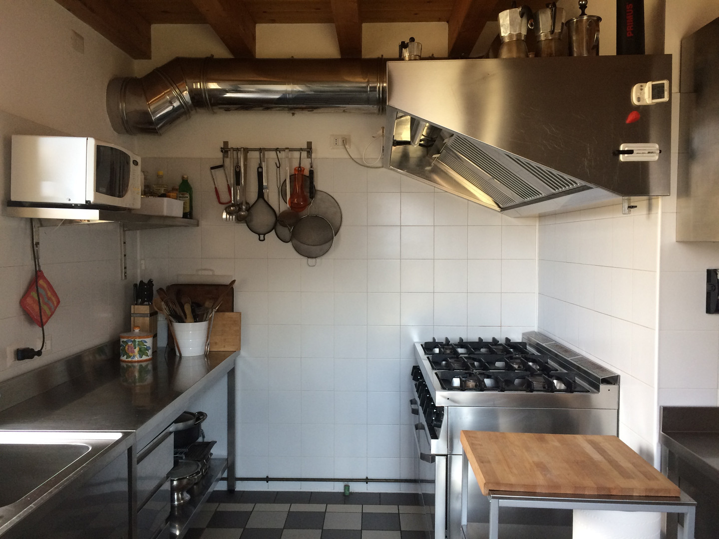 The kitchen equipment is professional since in the past the building was an eatery