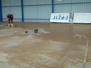 Quand la boue s'invite au hangar