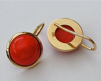 Or jaune & cabochons corail