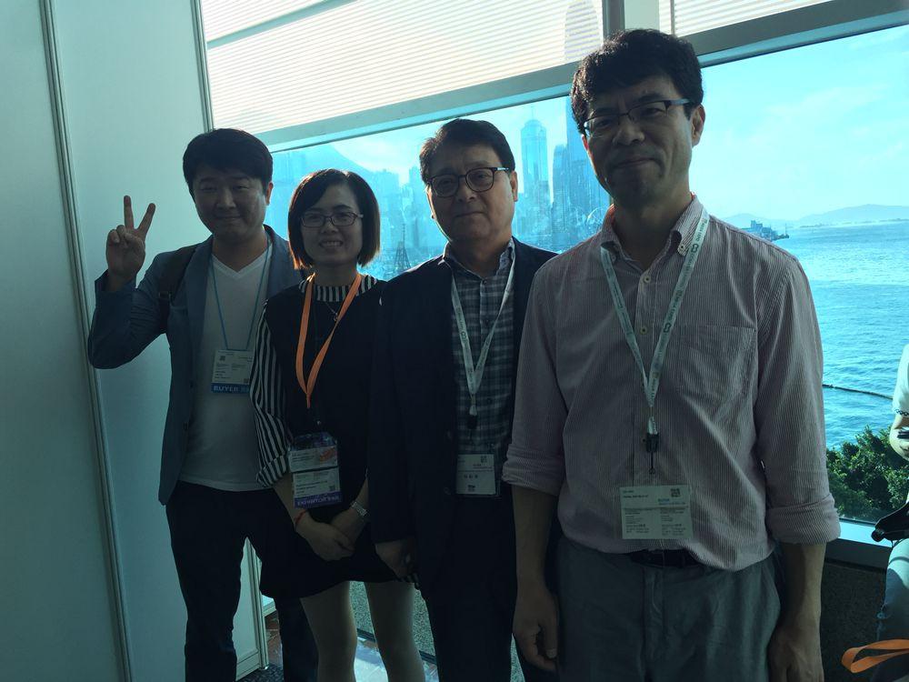 with_clients_in_Hk_Lightingf_fair.JPG