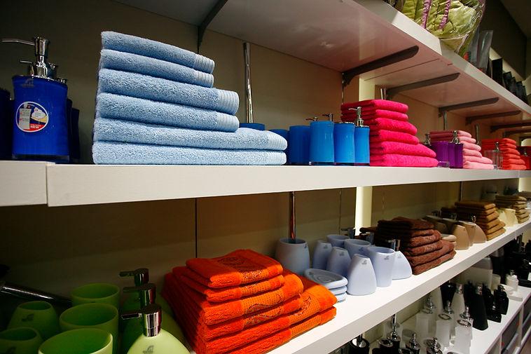 αξεσουάρ μπάνιου, κουρτίνες μπάνιου, χαλάκια μπάνιου, αντιολισθητικά ταπέτα, επικαθήμενα αξεσουάρ, χαρτοδοχεία, πιγκάλ, καλύμματα λεκάνης, επιτοίχια αξεσουάρ, διάφορα αξεσουάρ, παραλία, διακόσμηση,υπνοδωμάτιο, τραπεζομάντηλα, κουζίνα,  Χαϊδάρι, Αθήνα