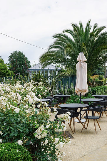 Terasse_reception_manoir_des_douets_fleuris