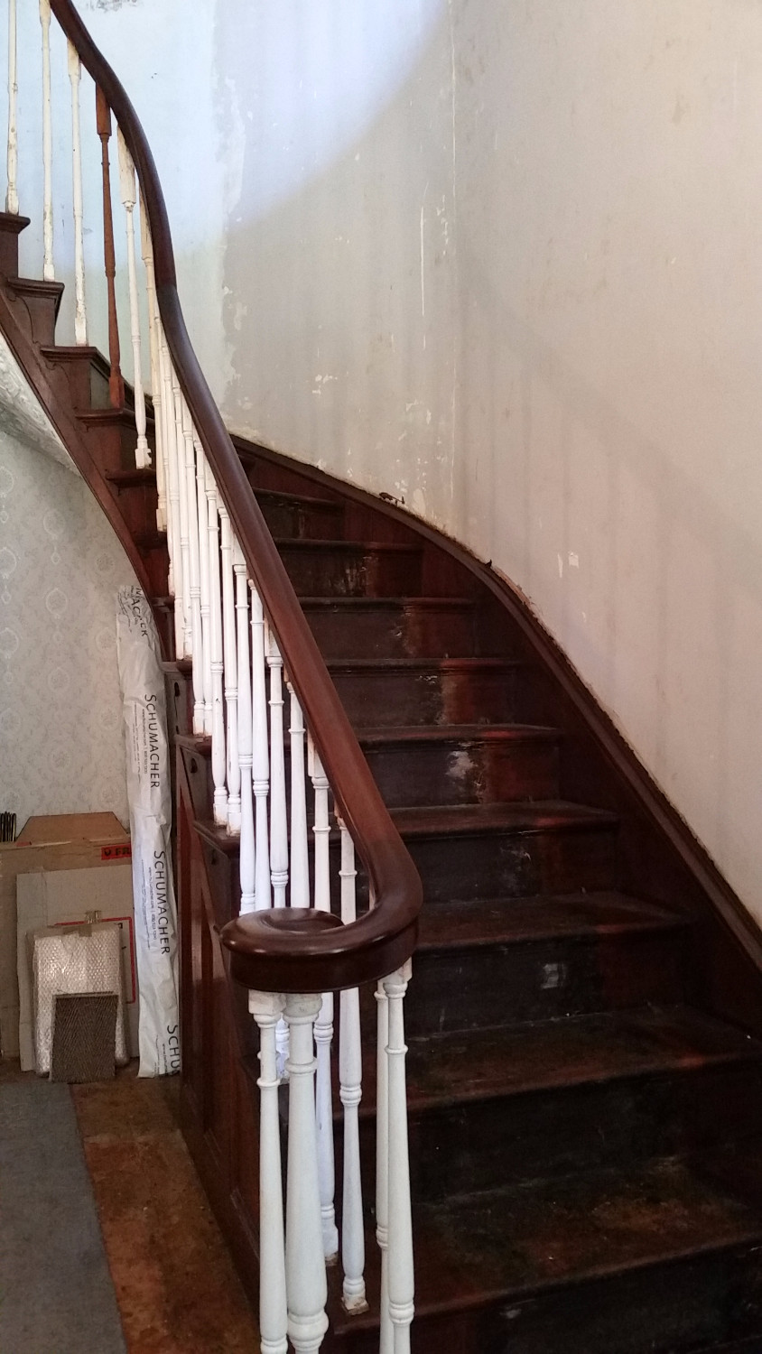 The rejuvenated bannister, complete with French polish.