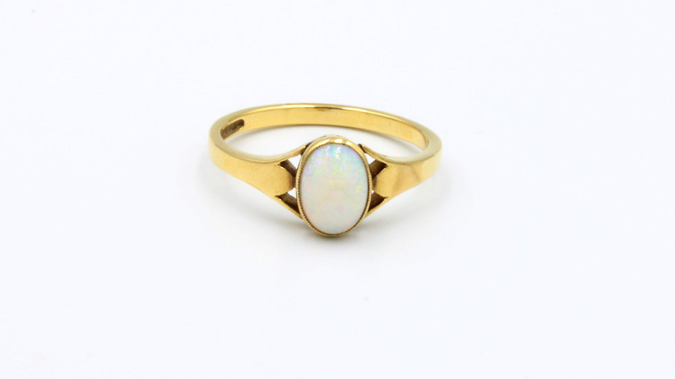 18ct Opal Ring