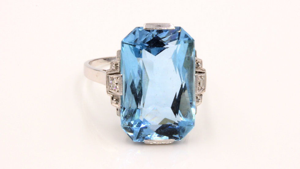 Stunning Art Deco 14ct Aquamarine Diamond Ring