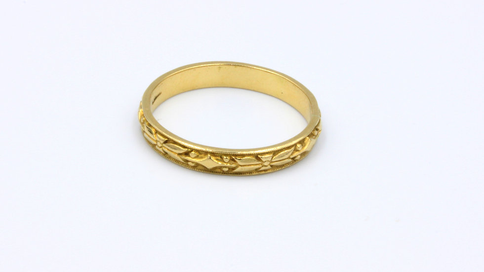 18ct Carved Wedding Band