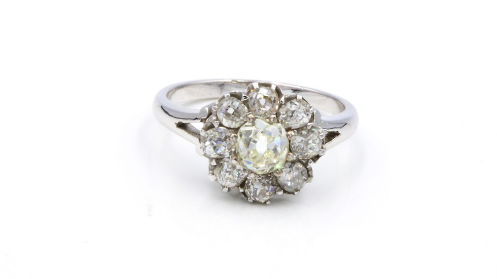 Stunning 18ct White Gold Diamond Daisy Cluster Ring