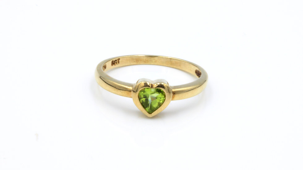 Vintage 9ct Peridot Heart Ring