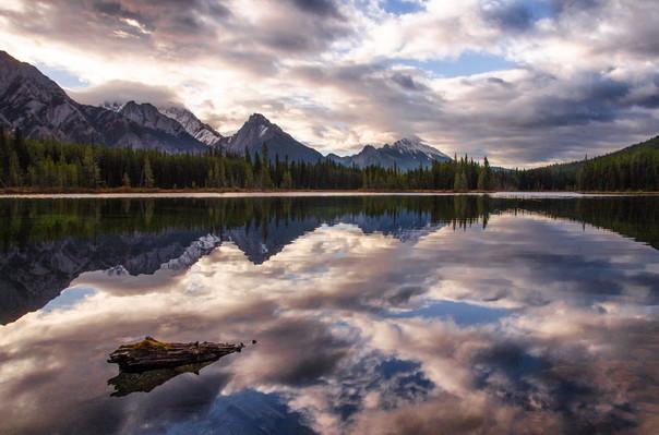 Unknown lake - Peterlougheed provincial park