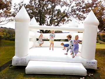 White%20Jumping%20Castle%20with%20kids_e