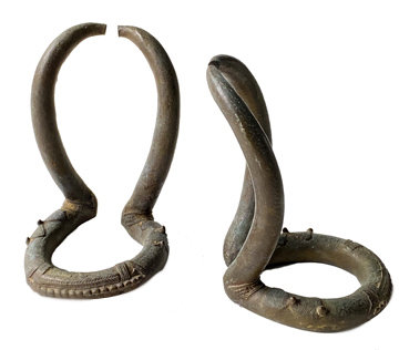 PAIR OF LATE 18TH CENTURY REAR SCULPTURAL BRONZE CURRENCY FROM AFRICA