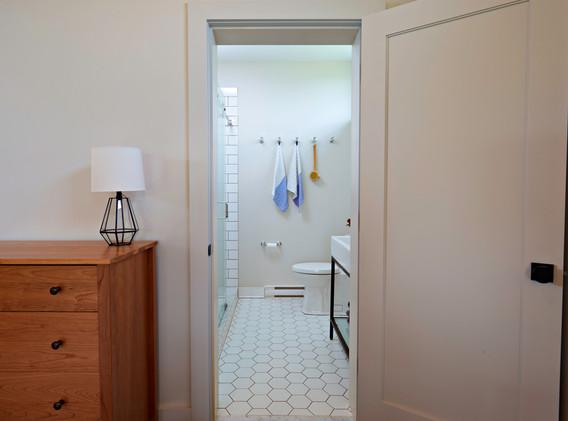 519-House_Bathroom-4.jpg