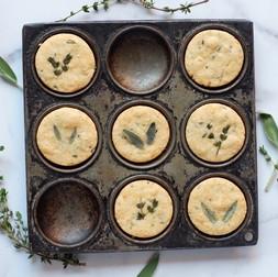 עוגיות חמאה פרמזן עם רוזמרין