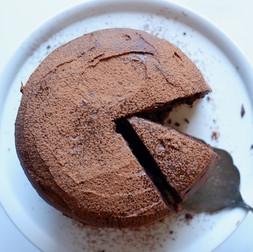 עוגת שוקולד טבעונית, ללא גלוטן, בקערה אחת