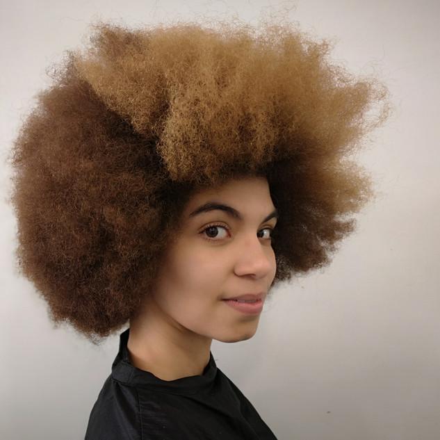 Avant cheveux très frisés
