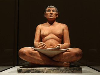 le-scribe-accroupi-musee-du-louvre-1024x