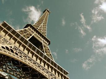 Tour-Eiffel-en-contre-plongee-630x405-C-