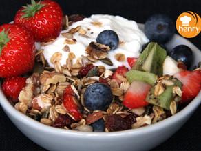 henry's granola met yoghurt en vers fruit