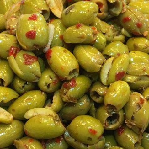 OLIVE VERDI SCHIACCIATE PICCANTI CONFEZIONE GR 250 - Mediterranea Olive
