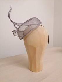 Headpiece Sinamay -grau