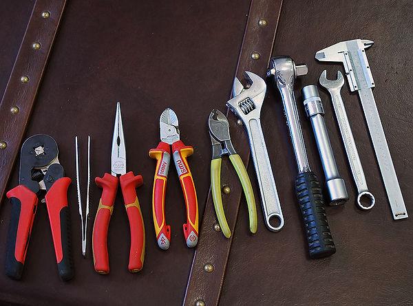Ручные инструменты для адаптации американских люстр