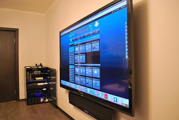 Телевизор 87 дюймой с вынесенными источниками сигнала