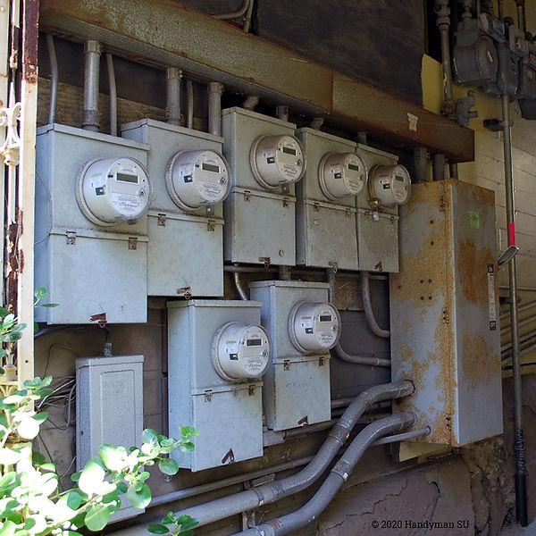 Щиты учета электроэнергии в малоэтажном доме, Калифорния