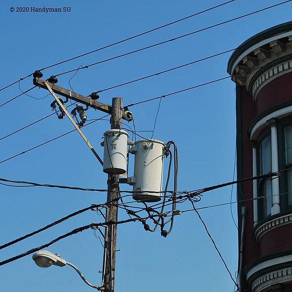 Распределительные трансформаторы на столбе, Чайнатаун Сан-Франциско.