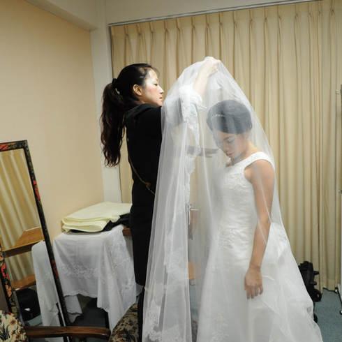 結婚式写真東京目黒カトリック教会メイクシーン