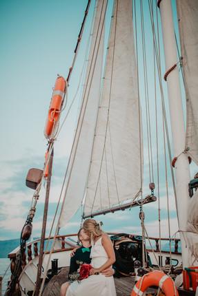 VeronikaESchweiger_SantoriniBoatElopemen